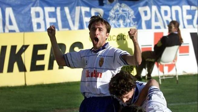 El exfutbolista Juanele (c), en su etapa como jugador del Real Zaragoza.