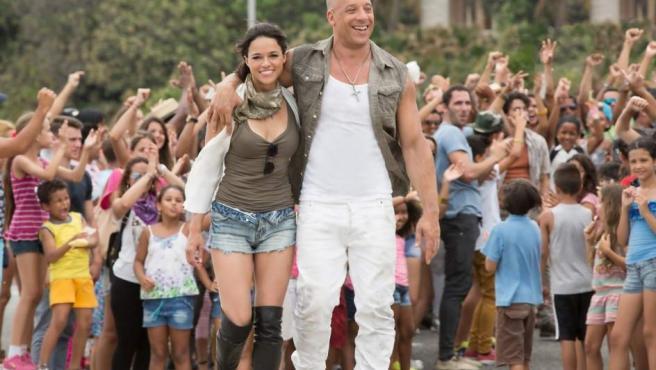 Michelle Rodriguez y Vin Diesel en 'Fast and Furious 8'.