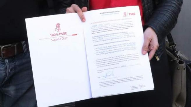 El diputado Eduardo Madina y la consejera autonómica aragonesa Pilar Alegría presentan el documento con la precandidatura de Susana Díaz a las primarias del PSOE.