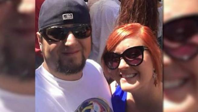Michael Hohl y Amber Maxwell, una pareja que fue expulsada de un avión de United Airlines cuando viajaban a Costa Rica para casarse.
