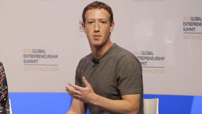 El fundador y dueño de Facebook, Mark Zuckerberg, en un acto.