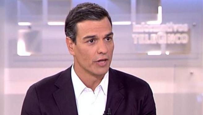 Pedro Sánchez, entrevistado en los informativos de Telecinco.