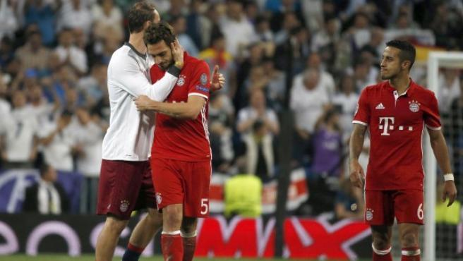 Los jugadores del Bayern Múnich tras el partido de vuelta de los cuartos de final de la Liga de Campeones que Real Madrid y Bayern jugaron en el Bernabéu.