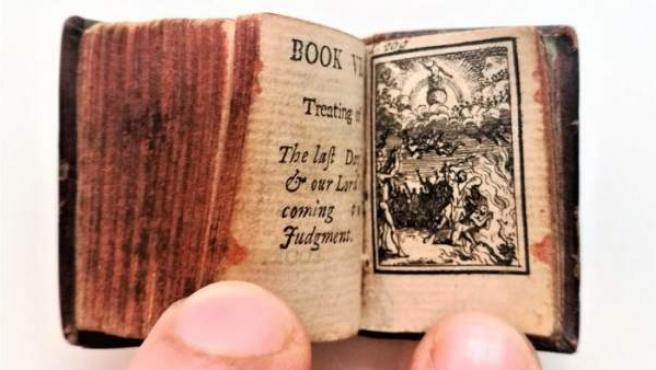 La Biblia más pequeña del mundo.