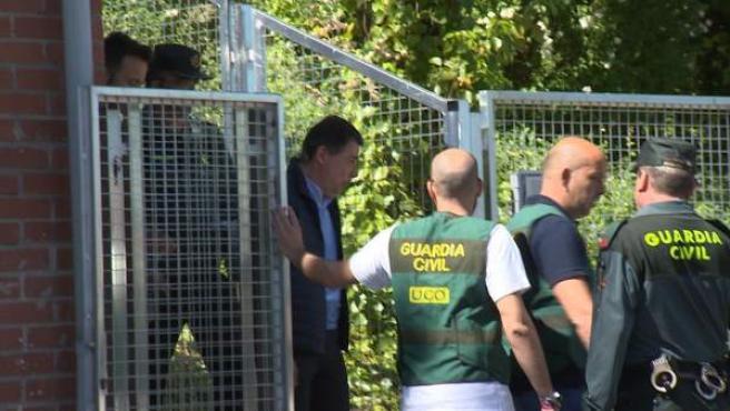 Ignacio González abandona Tres Cantos tras dos noches en el calabozo.