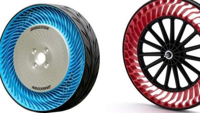 Dos ejemplos de los neumáticos sin aire que está desarrollando la firma japonesa Bridgestone.