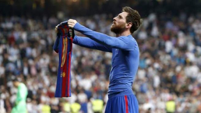 Leo Messi celebra su gol en el clásico en el minuto 92.