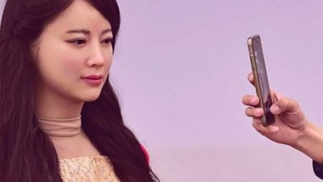 La primera robot china interactiva Jia Jia.
