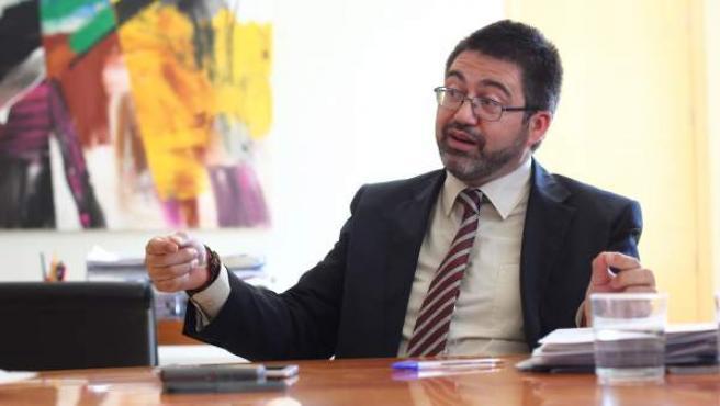 El delegado de Economía y Hacienda, Carlos Sánchez Mato, en su despacho, en la calle Alcalá 45.