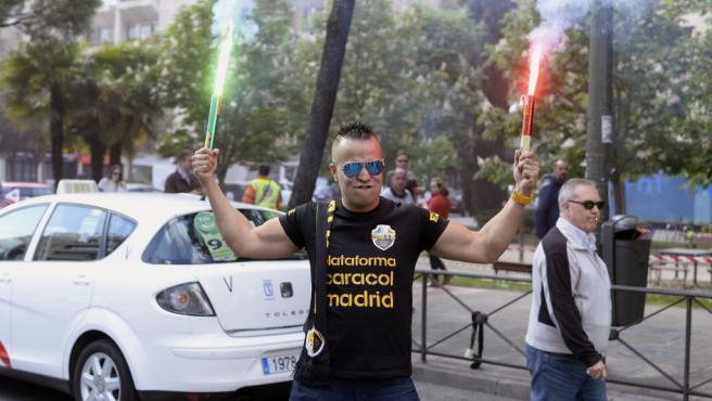 La Federación Profesional del Taxi y Elite Taxi Madrid han convocado una manifestación para solicitar a la Consejería de Transportes de la Comunidad y al Ministerio de Fomento medidas de apoyo al sector del taxi.