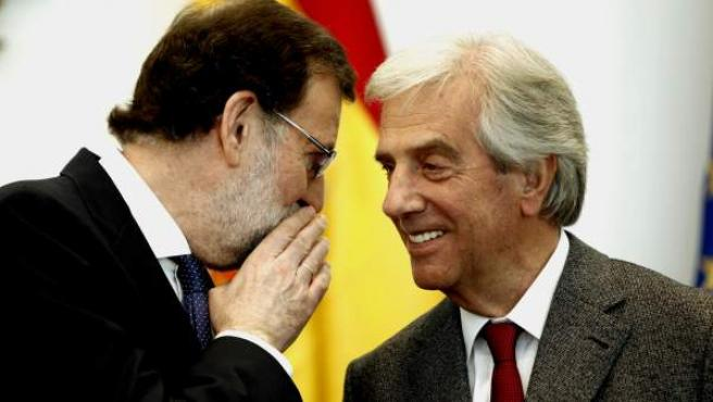 Mariano Rajoy en una rueda de prensa junto al presidente de Uruguay, Tabaré Vázquez.