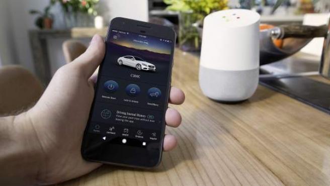 Los altavoces inteligentes podrán recibir y ejecutar órdenes relativas al coche.