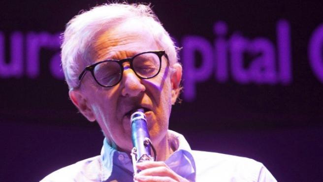 El director de cine estadounidense, Woody Allen, durante el concierto que ofreció en el Palacio de Congresos Manuel Rojas de Badajoz con la New Orleans Jazz Band.