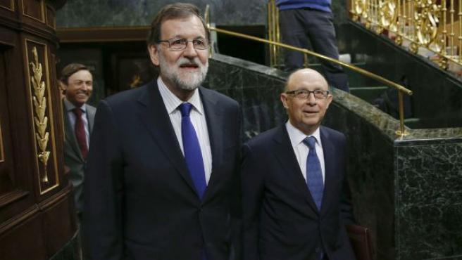 Rajoy y Montoro entran en el hemiciclo del Congreso para el debate de las enmiendas a la totalidad de los Presupuestos.