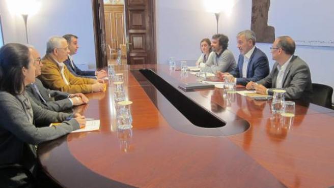 El gobierno de Barcelona y el Gremio de Restauración en una reunión este jueves.