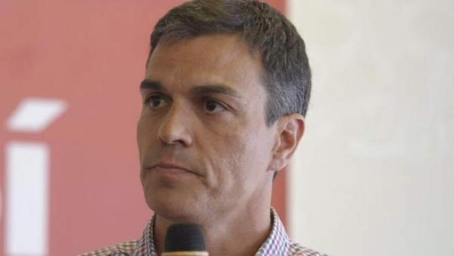 Pedro Sánchez en un encuentro con militantes.