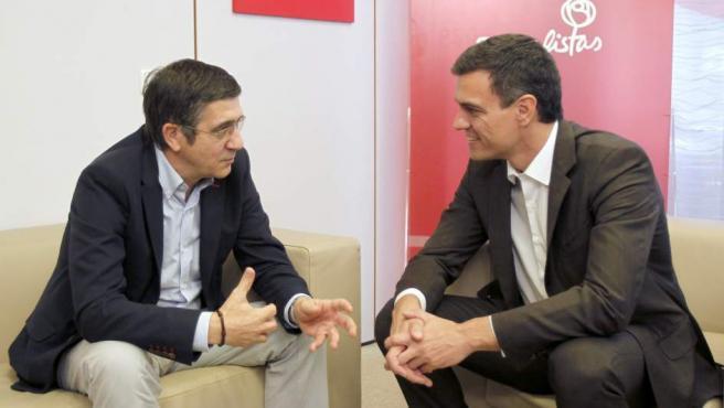 Patxi López, durante una reunión con Pedro Sánchez en una imagen de archivo.