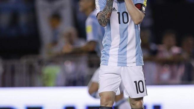 El capitán de la selección argentina, Linoel Messi, durante el partido contra Chile de la fase eliminatoria del Mundial de Rusia 2018.