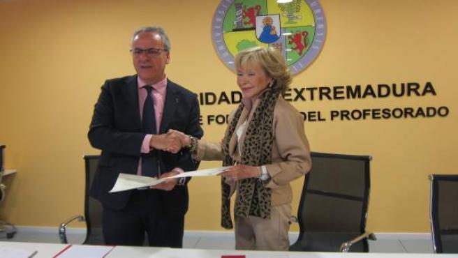 La UEx y la Fundación Mujeres po África firman un convenio