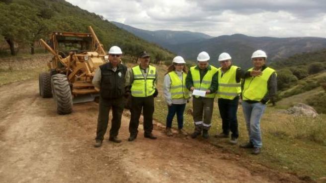 Visita a los trabajos para la mejora y mantenimiento de caminos forestales.