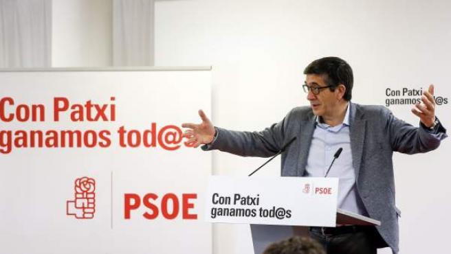 El candidato a las primarias del PSOE Patxi López, en un mitin en Valencia.