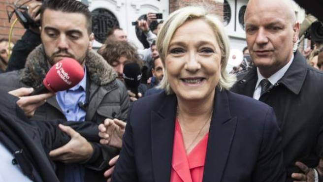 Marine Le Pen después de votar en la segunda vuelta de las elecciones francesas.