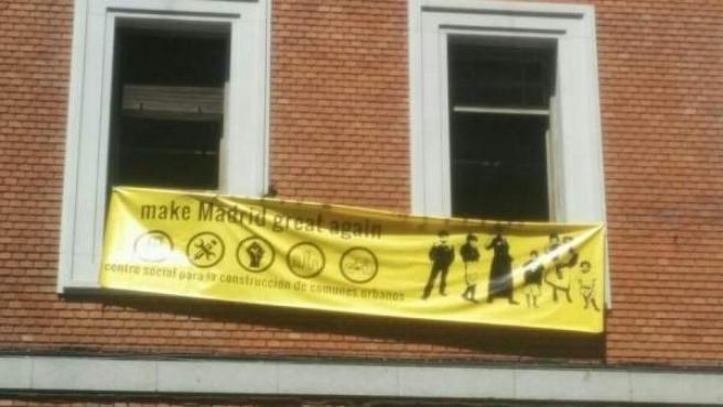 El colectivo social Patio Maravillas 'okuparon' el edificio este sábado.