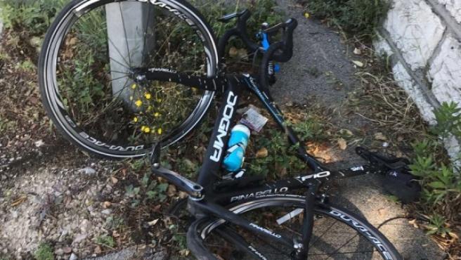 Así quedó la bici de Chris Froome después del accidente.