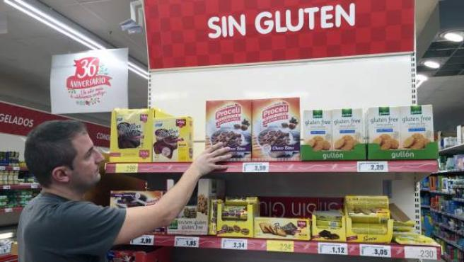 Productos sin gluten en un supermercado.