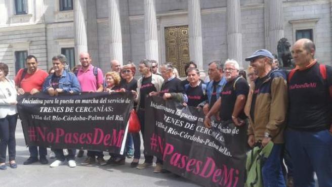 IU, con vecinos de Córdoba, reivindica en el Congreso el Cercanías