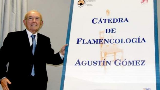 Agustín Gómez, tras descubrir la placa de la Cátedra con su nombre en 2016