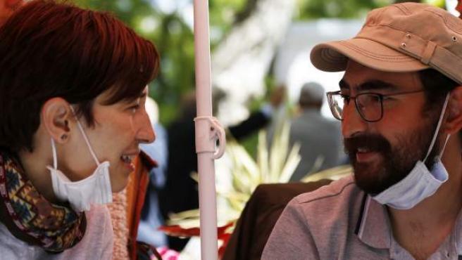 La docente universitaria Nuriye Gülmen y el maestro de colegio Semih Ozakça.