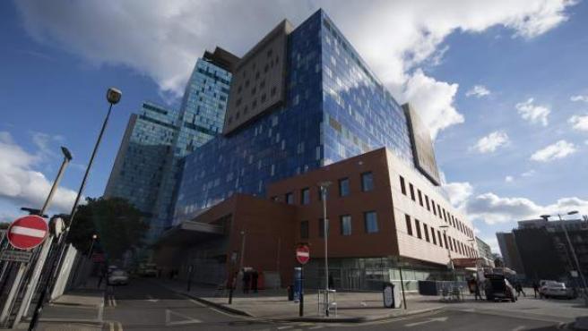 Vista del Royal London Hospital, en el centro de Londres, Reino Unido. El hospital fue uno de varios hospitales e instituciones operados por el Servicio Nacional de Salud (NHS) de Gran Bretaña, afectados por un ataque cibernético a gran escala, causando fallas en los sistemas informáticos, según un comunicado del NHS del Reino Unido.