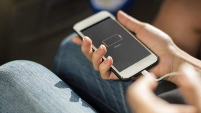 Optimizar la duración de la batería del móvil es una de las grandes obsesiones de los usuarios.