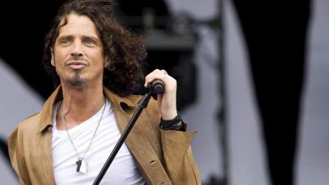 Foto de archivo del músico estadounidense Chris Cornell durante una actuación en el festival Pinkpop 2009 en Landgraaf (Holanda).
