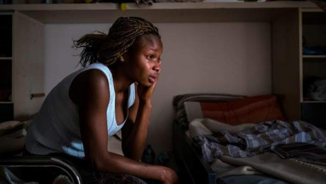 Mary, que acaba de cumplir 18 años, en una casa de acogida en Italia