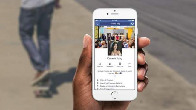 Página principal del perfil de una usuaria de Facebook en la versión móvil de la red social.