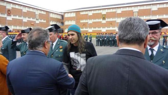 Chema Alonso, saludando al ministro del Interior.