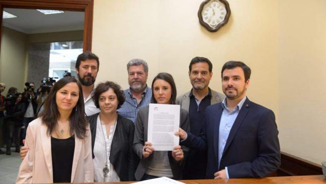 Unidos Podemos registra la moción de censura contra Mariano Rajoy.