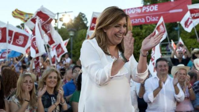 La presidenta andaluza y candidata a las primarias socialistas, Susana Díaz, durante el acto de campaña celebrado en el muelle de Las Delicias, a orillas del río Guadalquivir, en Sevilla.