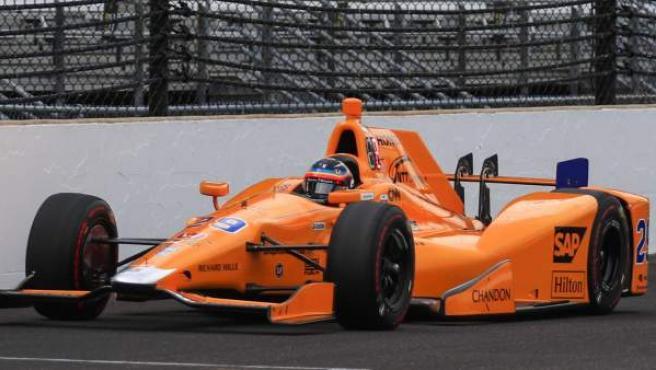 El piloto español Fernando Alonso, en una de las prácticas de las 500 Millas de Indianápolis.