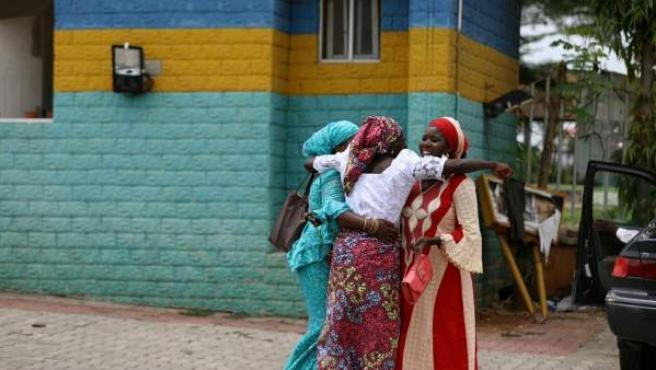 Niñas liberadas de Chibok vuelven a casa.