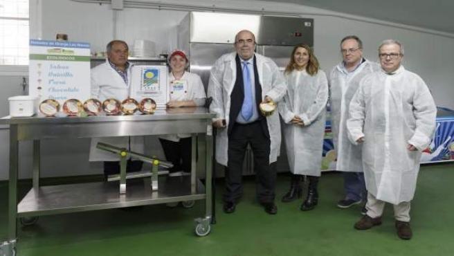 Oria y su equipo visitan la primera empresa de helados ecológicos de Cantabria