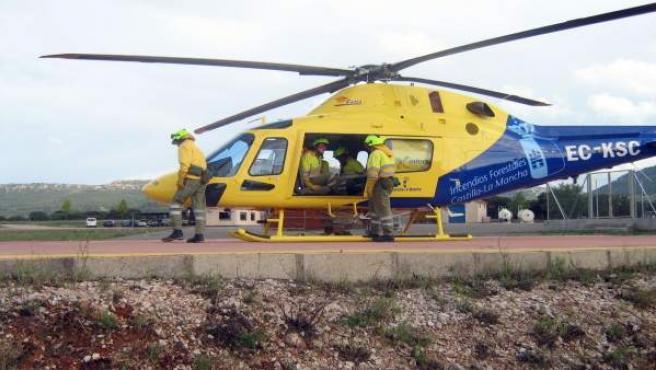 El helicóptero modelo A-119 Koala Ke del dispositivo de extinción de