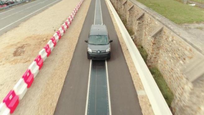 En el ensayo realizado en la pista de pruebas, dos Renault Kangoo Z.E. han podido cargarse.