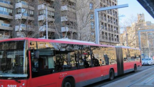 Articulado, autobús en centro, bus