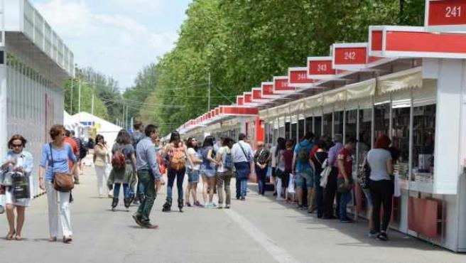 Las casetas de la Feria del Libro ya está preparadas en el Retiro de Madrid