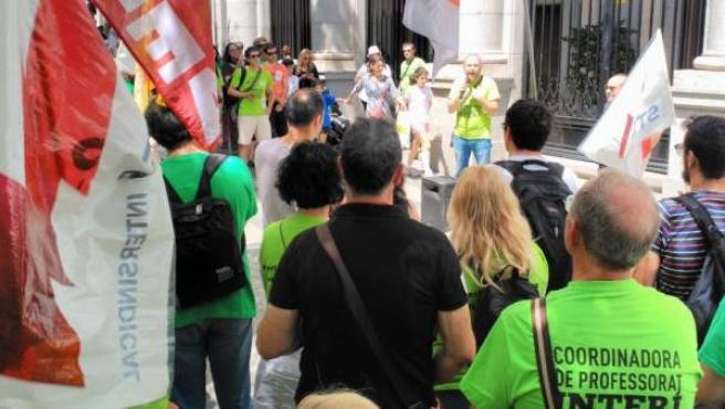 Protesta de interinos frente al Ministerio de Educación, en Madrid.