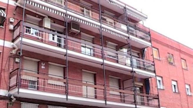Edificio de la calle Vicente Espinel, en Ciudad Lineal (Madrid), donde una mujer de 55 años fue estrangulada presuntamente por su pareja.