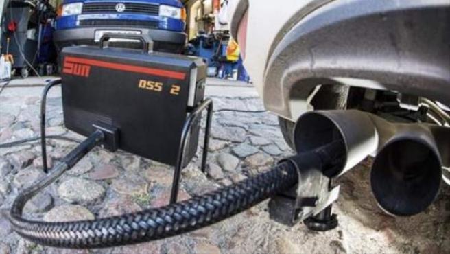 Test de emisiones de gases de un vehículo.